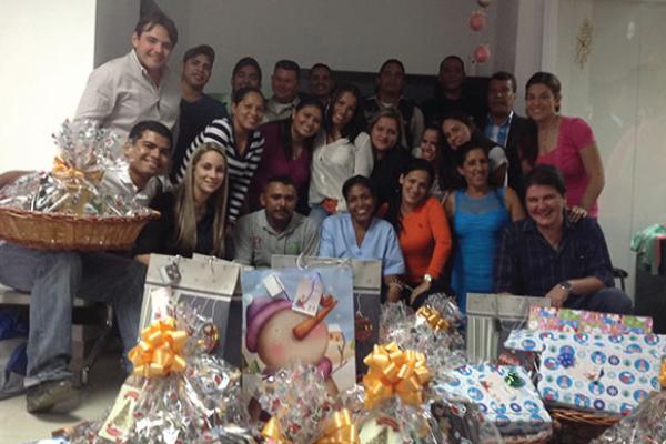 RS_entrega de cestas navideñas clinicas colina